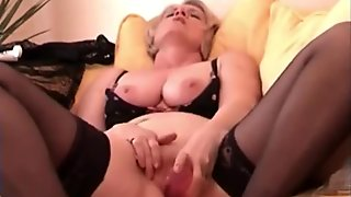 Homemade Sextape For Horny Mature Slut