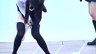 Japanische Studenten pinkeln