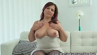 euro milf Riona uncovers her womanly curves in nylon pantyhose