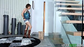 Avery Stone Sharing Pussy With Stepmom