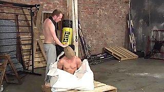 Sean Taylor lehrt Billy eine harte Arsch-Lektion in Verlies