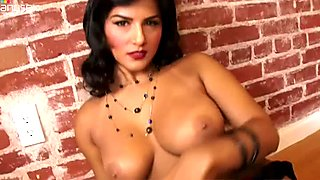 Curvy black head Sunny Leone crawls on the floor and poses in lingerie