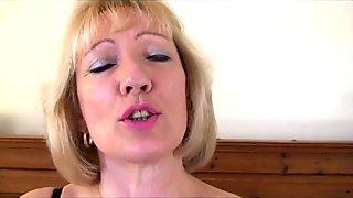 Sexy Milf Dildo Fucks Her Pussy